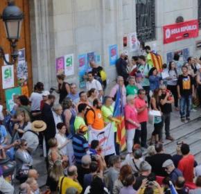 """Rubén Viñuales (Cs) qualifica d'""""inacceptable"""" que regidors i diputats contribueixin a empaperar la façana de l'Ajuntament de Tarragona amb cartelleria separatista"""